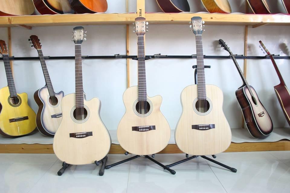 Noi Ban Dan Guitar Gia Re