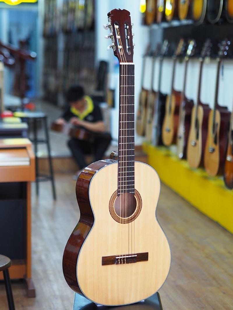 Đàn Guitar Giá Rẻ Cho Người Mới Tập Chơi SRC-950B (Dây Nylon)