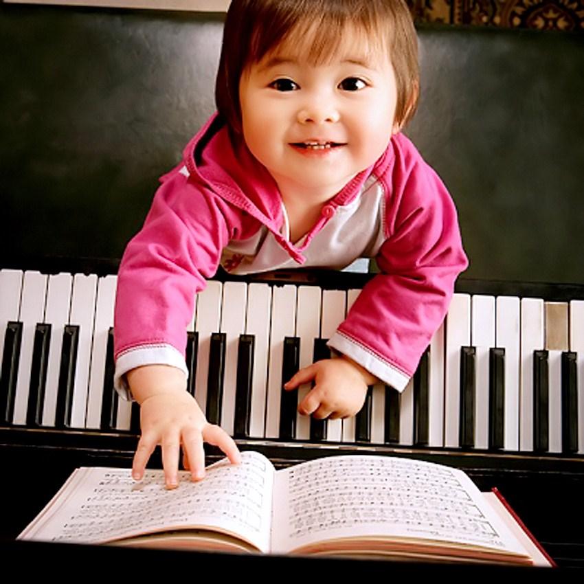 Tại sao nên cho bé học piano từ sớm?