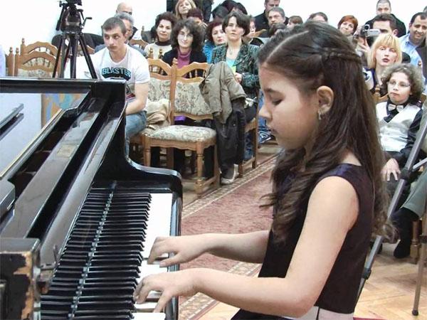 Những lợi ích của đàn piano và organ mang lại cho trẻ