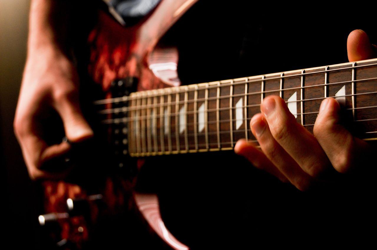 7 bước đơn giản để mua đàn Guitar điện tốt