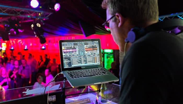 Ứng dụng chơi DJ trên máy tính