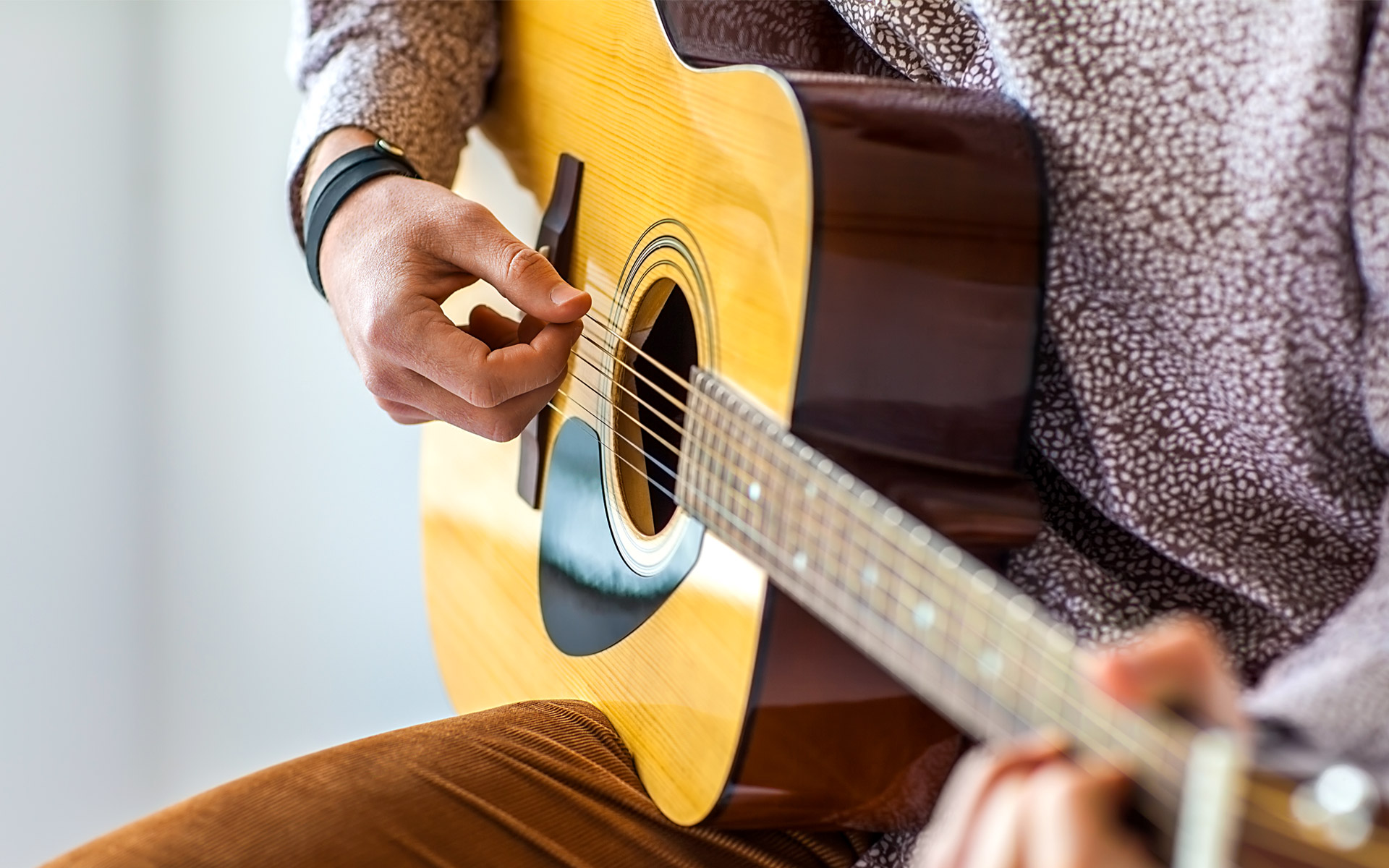 Acoustic Guitar Techniques to Move Past Beginner Level – Berklee Online  Take Note
