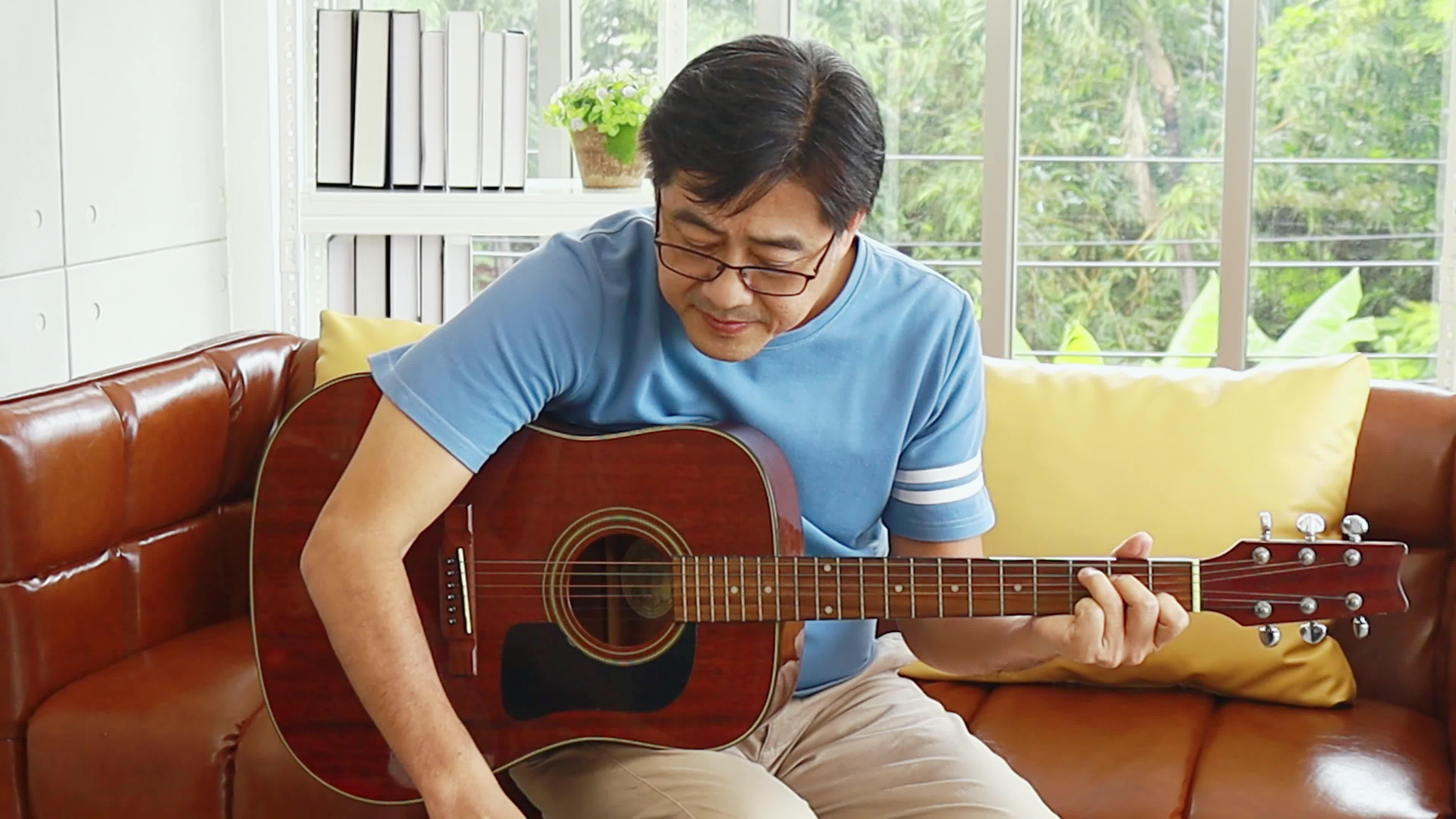 Những lợi ích khi học đánh đàn guitar bạn cần biết