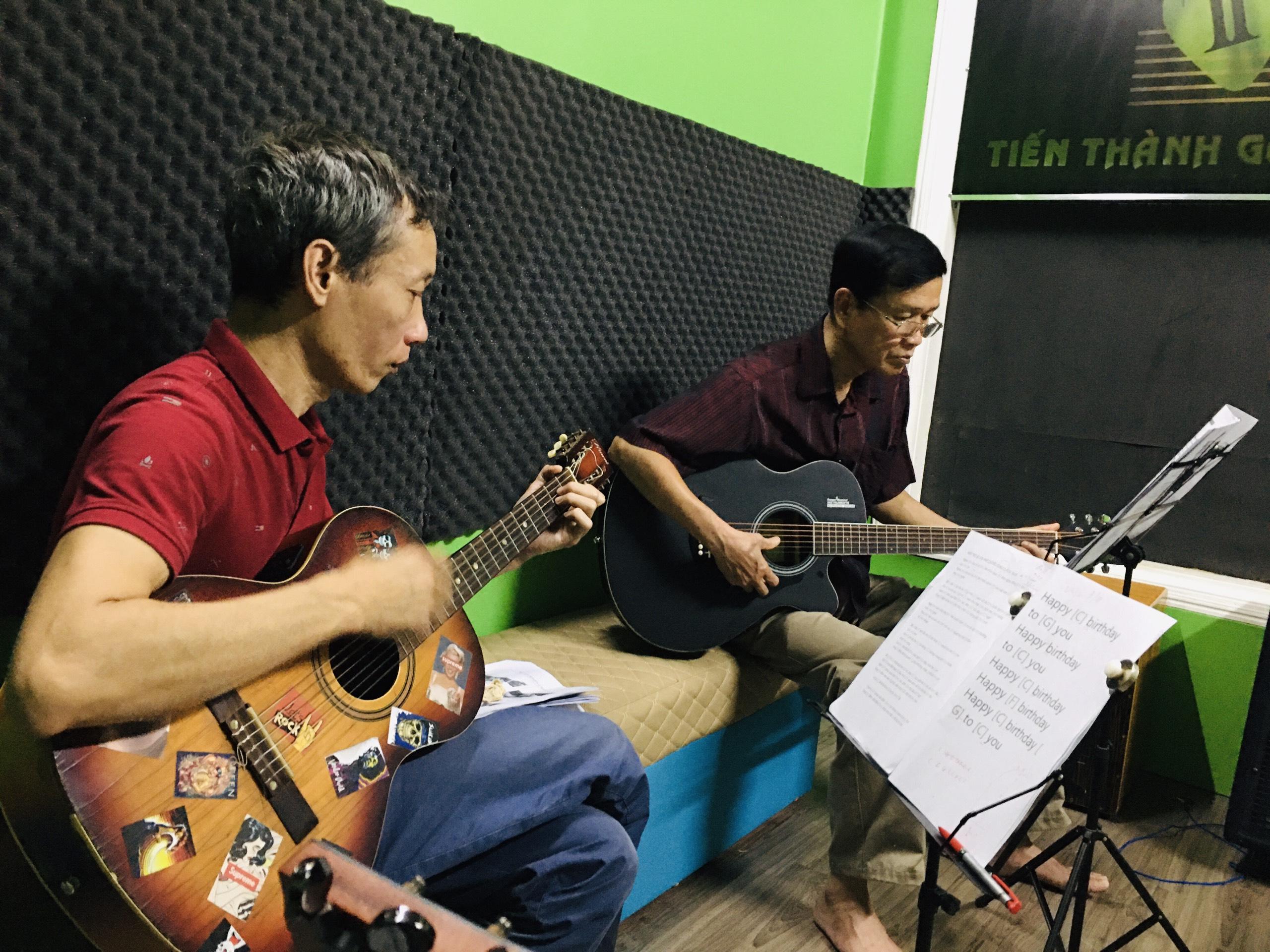 GIA SƯ DẠY GUITAR TẠI NHÀ - Tiến Thành Music School