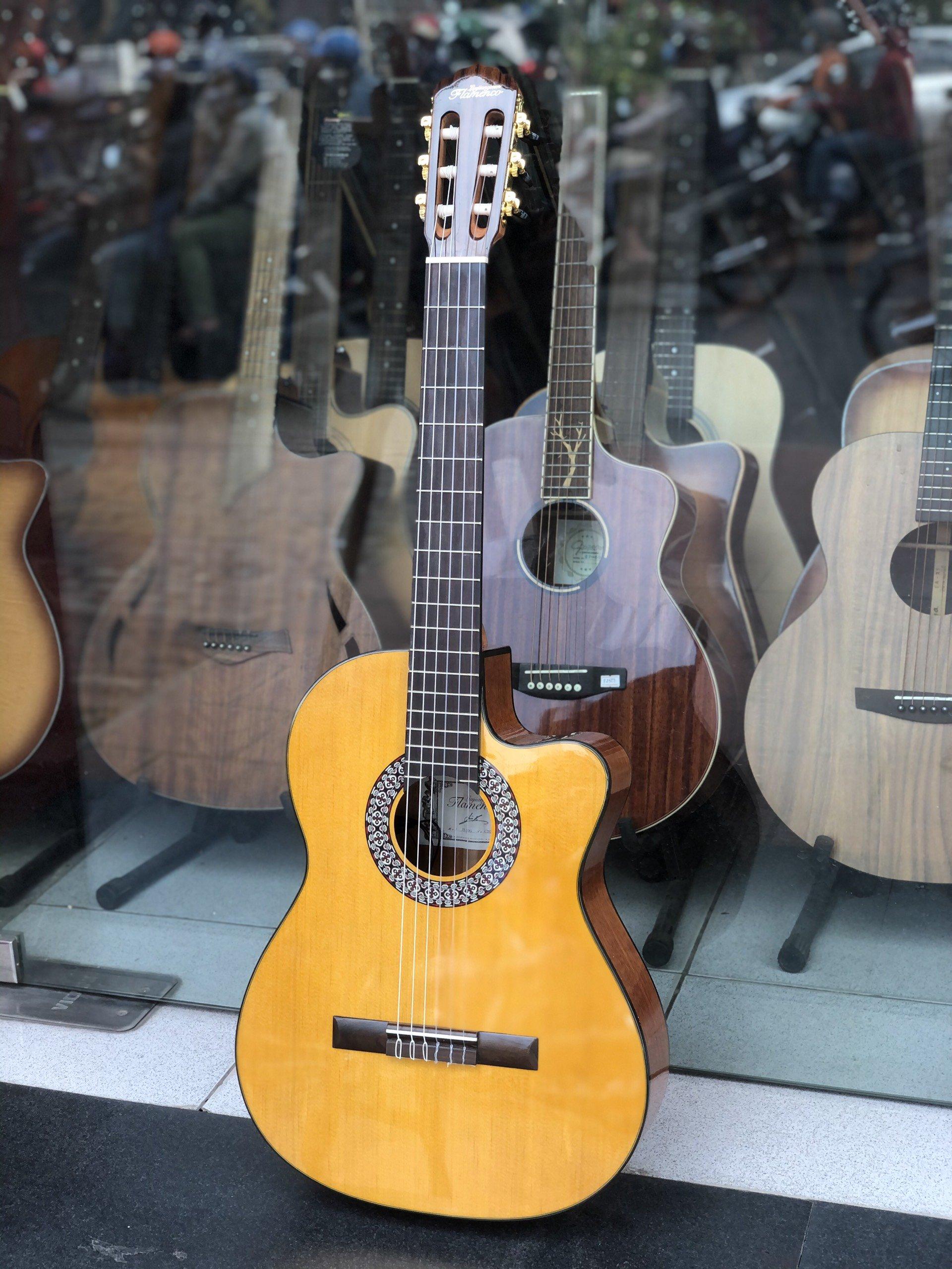 Phân biệt Flamenco Guitar và Classic Guitar bạn cần biết